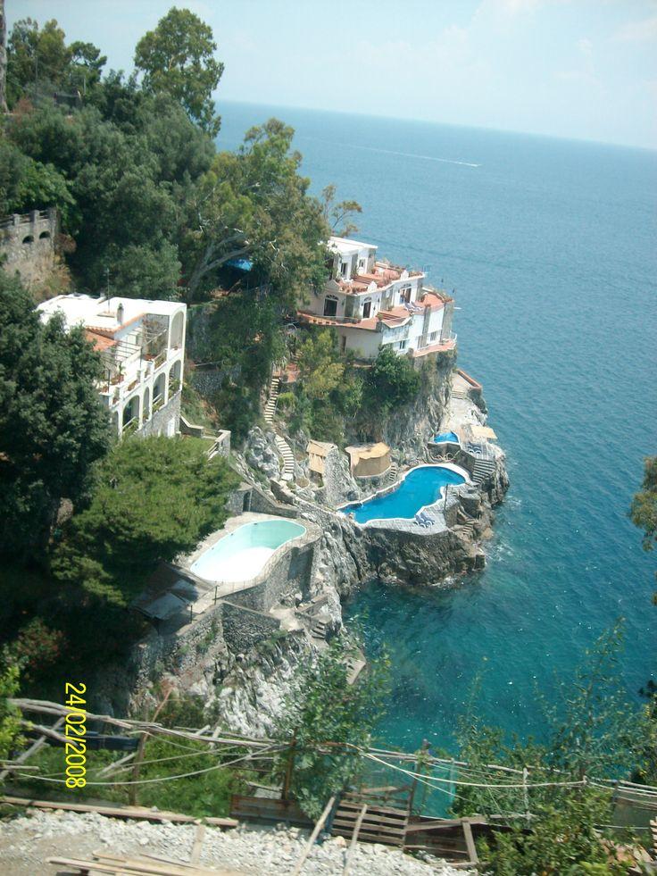 Costa Amalfitana, Italia : tramo de costa italiana bañado por el mar Tirreno, foto de claudia lara