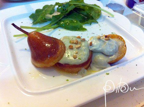 Salada de pera com queijo azul e iogurte