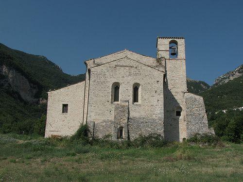 Abbazia di Santa Maria tra i torrenti o di Piobbico (sec. Xi), Sarnano, Macerata, Marche, Italia,   #TuscanyAgriturismoGiratola