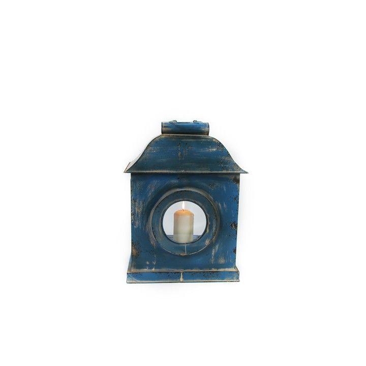 Lantaarn Selah. Deze blauwe lantaarn heeft een verweerde, brocante uitstraling. #intratuin. Lantaarns staan overal mooi en geven een warm gevoel.