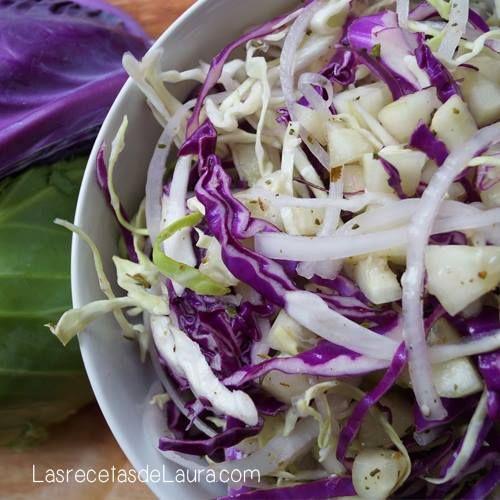 Deliciosa ensalada de repollo con pepino y aderezo saludable, ideal para acompañar tus comidas, saludable y con un gran sabor, lista en 10 minutos.