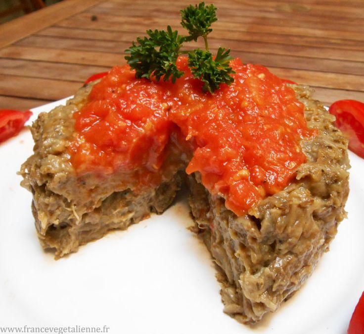 Papeton d'aubergine (sans oeuf) très simple cuit au four servi avec une sauce tomate