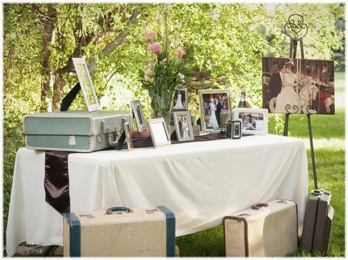 Vintage wedding suitcases could use for travels table for Cie 85 table 4
