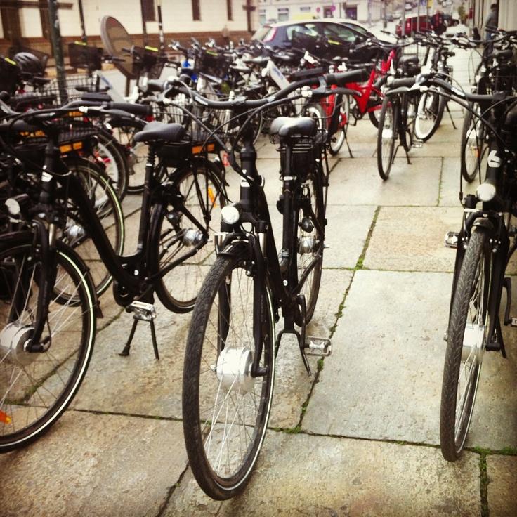 E si parte con le bici elettriche verso la palazzina di Stupinigi #lamiatorino