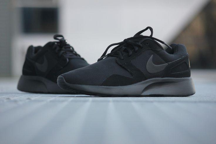 full black nike shoes