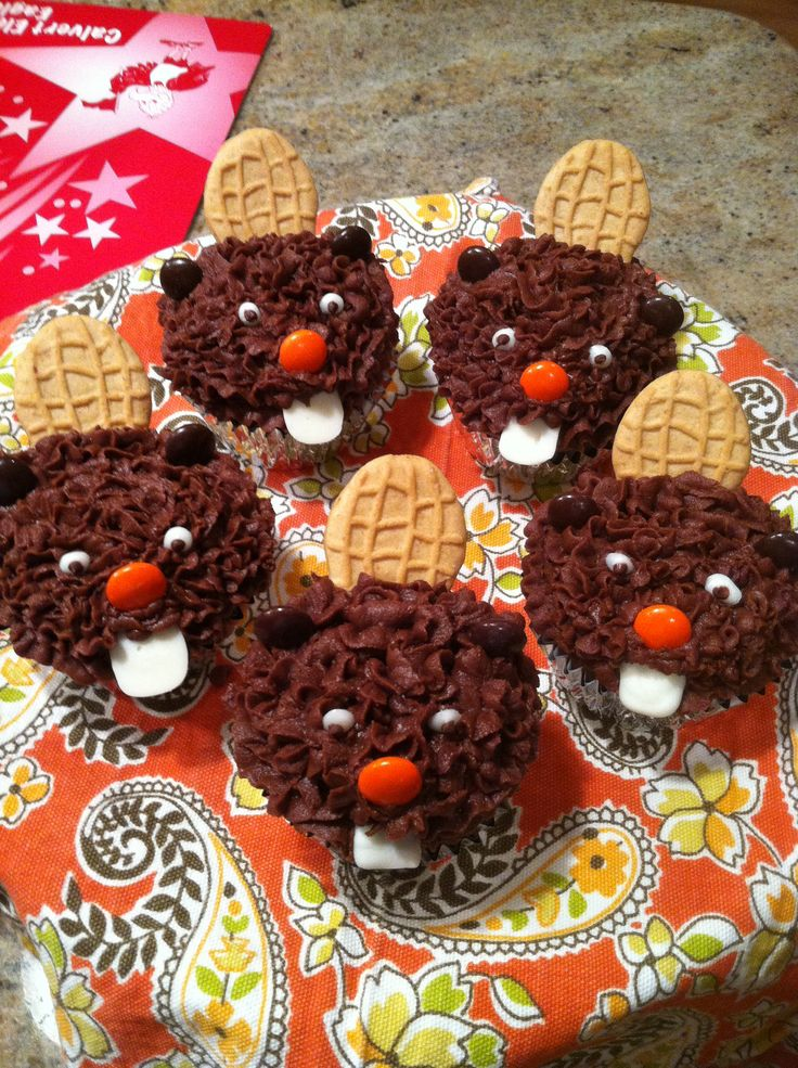 My sister made these to celebrate her decision to go to Oregon State University! Go Beavers!!