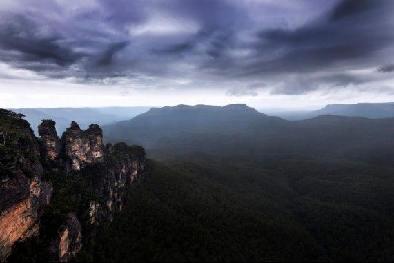 The three sisters at the Blue Mountains NSW.  Find us on Facebook - Chilby Photography   www.chilby.com.au