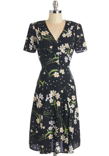 Put to Good Muse Dress - Long, Woven, White, Floral, Print, Buttons, Casual, 40s, A-line, Short Sleeves, Work, Black, Green