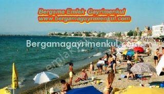 İzmir dikili çandarlı da satılık denize o konumda gazinolar caddesi üzerinde yazlık daire 3/ giriş katı 1+1 60 m2.