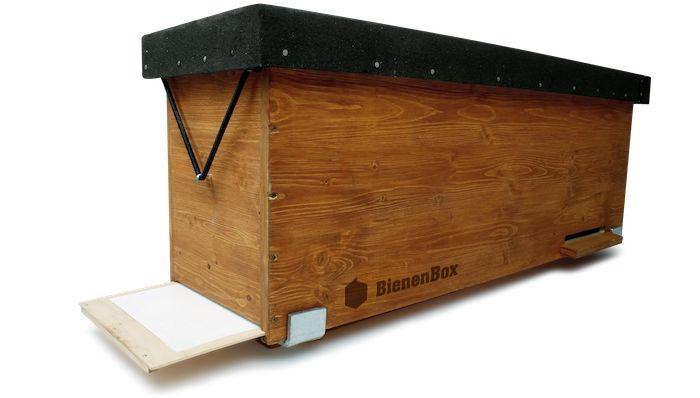 Mit der BienenBox kannst du Bienen ein ökologisches Zuhause geben und bis zu 15 kg Honig pro Jahr ernten - im Garten, auf dem Dach oder am Balkon.