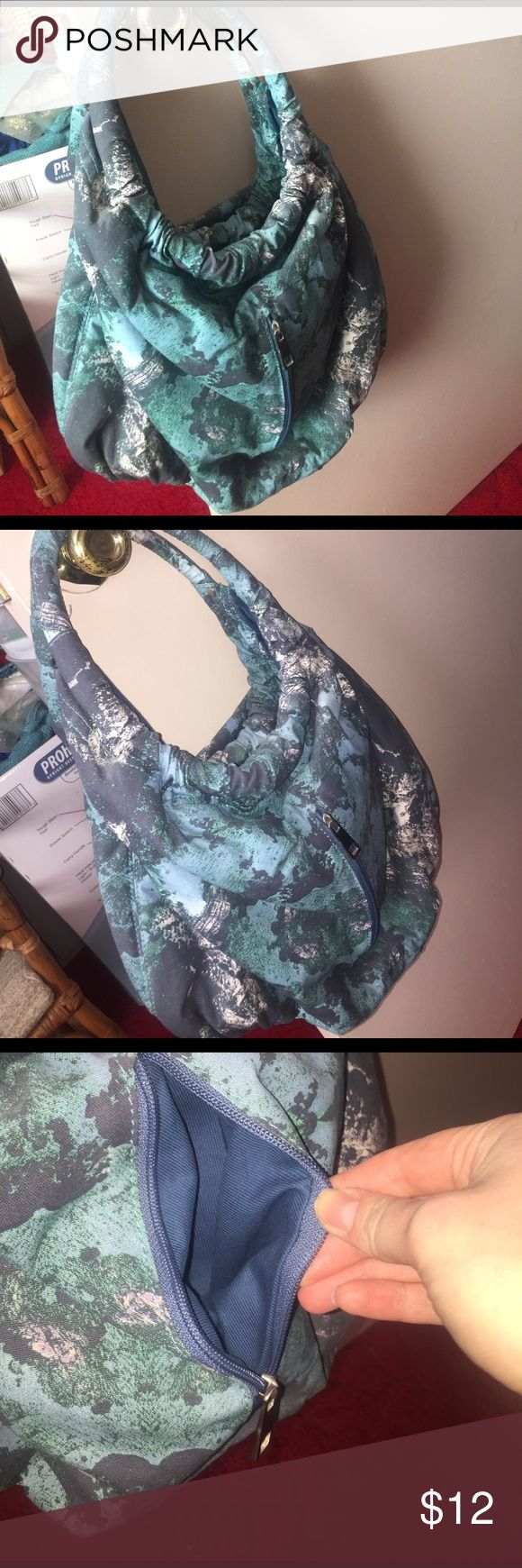 Christian Siriano hobo style Oceanic print bag This gorgeous bag from Christian Siriano for Payless is adorable and has only been used once. It's a hobo style and very roomy!  It's his famous Oceanic print that was also shown on the runway! Smoke free home :) Christian Siriano Bags Hobos