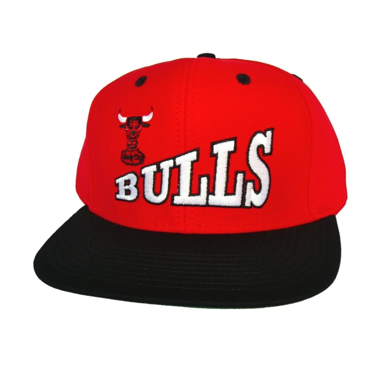 CHICAGO BULLS Retro Old School Skew Script Snapback Hat - NBA Cap - 2 Tone  Red Black - LIMITED EDITION  Amazon.co.uk  Sports   Outdoors  17930762f6a