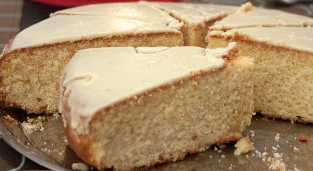 Βασιλόπιτα Σμύρνης με γλάσο ζάχαρης