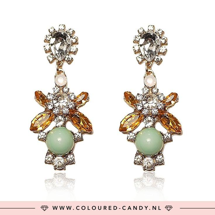 GOLD ➳ https://www.coloured-candy.nl/gouden-kristallen-oorbellen/  Met deze oorbelletjes kun je alle feestjes af! ♡♡ #colouredcandy #sieraden #jewelry #diamonds #strass #party #jewellery #earrings #trend #holidays #gold #statement #shop #fashion #mode #style #love #beauty #jewelrygram #fashionista #cute #girls #woman #trendy #beautiful #instagood #shopping #musthaves #bijoux #accessories