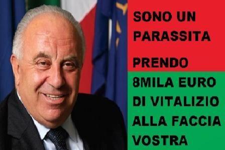 IL PARASSITA DEL GIORNO: MARIO PIRILLO (PD) - QUASI 8.000 EURO DI VITALIZIO E DICE PURE CHE SONO POCHI !! Ascoltate la sua viva voce e ricordate a questo essere ignobile che la pensione sociale è di 450 Euro !!