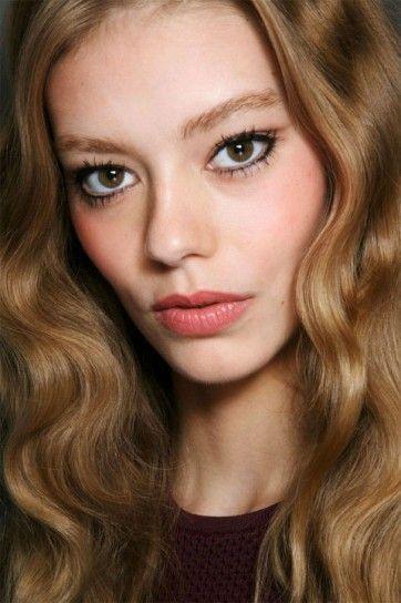 Black eyeliner su base trucco naturale