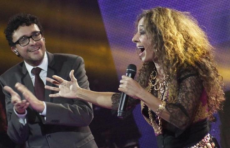 """Andrés Cepeda abrió la noche con un inolvidable show al lado de la cantante española Rosario Flores, juntos interpretaron """"Algo contigo""""."""
