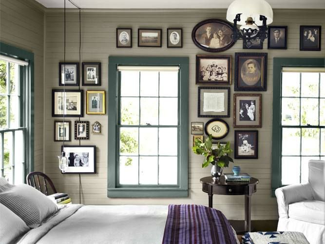 Decorating with old family photos: Decor, Families Wall, Idea, Frames, Galleries Wall, Photos Wall, Pictures, Families Photos, Bedrooms Wall