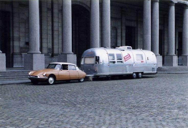 Caravan wheel placement