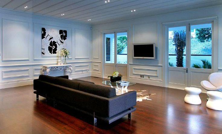 Homestaging - using black and white artwork
