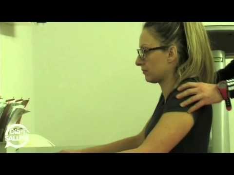 Esercizi da ufficio e scrivani per eliminare le contratture muscolari di collo, spalle e schiena. Ottimo anche per migliorare la circolazione delle gambe.