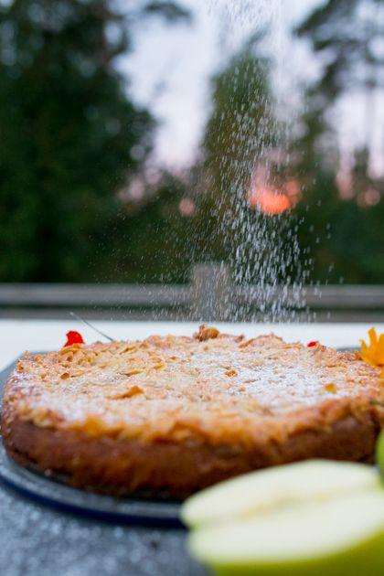 Omena-toscapiirasta ja suolaista kinuskikastiketta. Helppo ja hyvä viikonlopun…