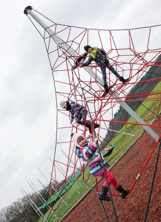 "HUCK ""SPIDER"" Rope Net Pyramid, 6m high, Art. 5000-6-4. HUCK ""SPIDER"" Seilnetzpyramide, 6 m hoch, Art. 5000-6-4."