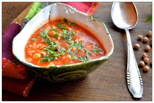 Zupa pomidorowa z ciecierzyca i ryzem