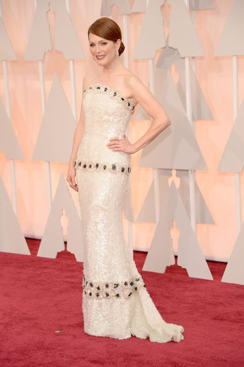 Julianne Moore en Chanel http://www.vogue.fr/mode/inspirations/diaporama/les-oscars-2015/19224