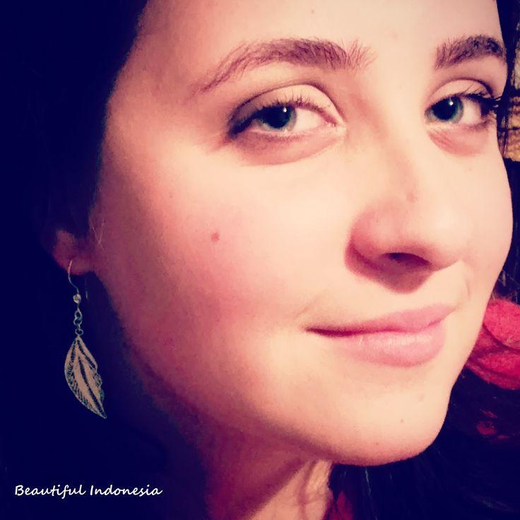 925 sterling silver, light leafshaped earring Modell: Alexa Piri   https://www.facebook.com/groups/beautiful.indonesia.kiegeszitok/