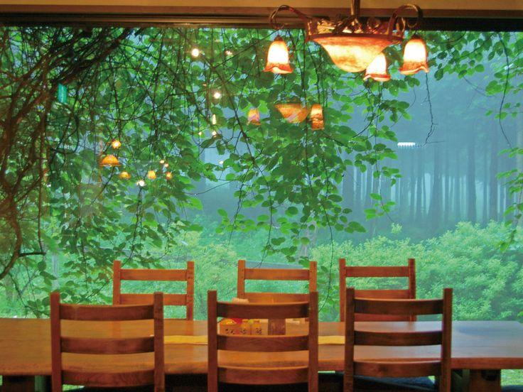 空の庭プチホテル:【夕食会場/例】ホテル別棟「空の庭レストラン」で洋食コースをご用意!