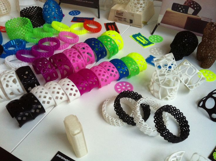 generative 3D printed jewelry in many colors  http://peterszaboarchitekt.wordpress.com/2013/06/30/2b3b-budapest-3d-printing-days/