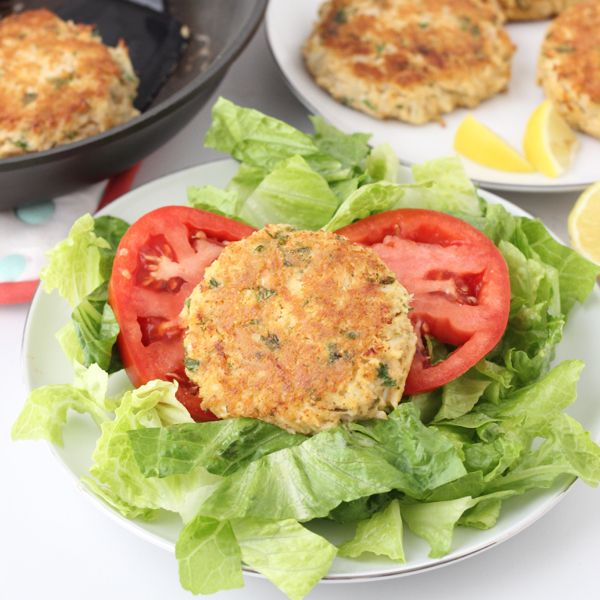 Gluten-free crab cakes packed with nutrients that promote healthy vision for #EatRightForYourSight