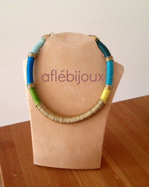 Necklaces and bracelets made of colorful waxed threads. Handmade, nickel free.