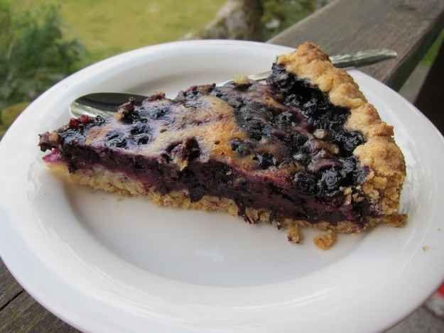 Mustikkapiirakka (blueberry pie).