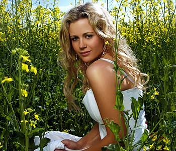 "Rachael Carpani from the australian TV series ""McLeod's daughters"". Unfortunately not shown in the US."
