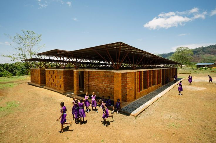Orkidstudio ha completato a Kenema, Sierra Leone, una scuola per 120 ragazze. Un progetto realizzato con la comunità che rappresenta molto di più dei materiali con cui è costruito.