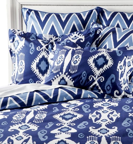 Love the blue and white bedding.