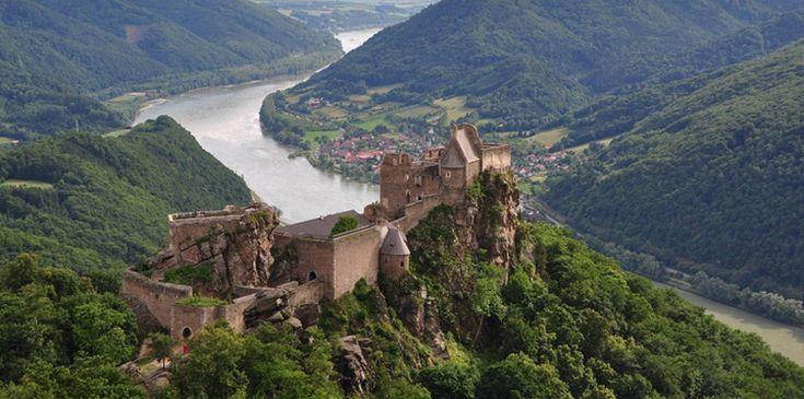 Las ruinas del Castillo Aggstein, custodiando el Danubio - http://www.absolutaustria.com/las-ruinas-del-castillo-aggstein-custodiando-el-danubio/