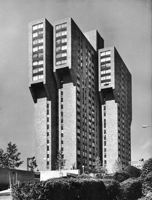 fuckyeahbrutalism: 2440 Boston Road Apartments, Bronx, New York, 1973 (Davis, Brody and Associates)
