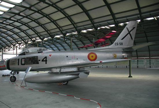 Fotografía del North American F-86F Sabre. Este avión batió todos los récords de velocidad en 1952 y 1953. Llegó a España en 1955.