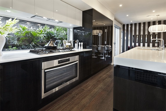 Great gourment appliances make this kitchen all the more appealing.