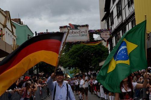 Oktoberfest – Blumenau, Santa Catarina. – Das Beste ist, reisen zu können !! – # … – Oktoberfest Fotos und Pins