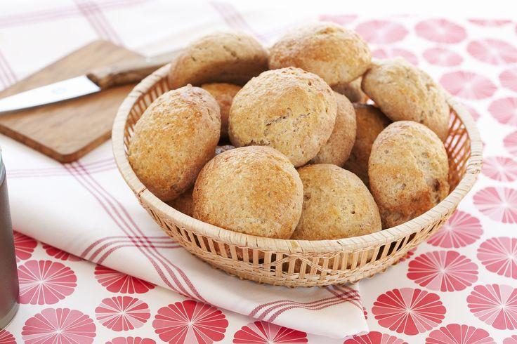 Grove rundstykker: Saftige og grove rundstykkene til frokost, lunsj, matpakken eller til kveldsmåltidet. Egner seg godt til frysing.