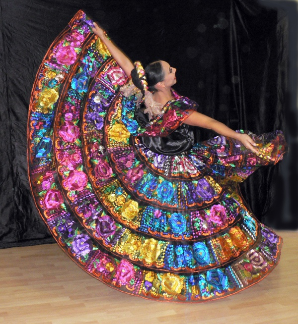 Mexican folk dancer with a skirt of many colors