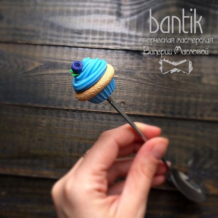 Ложечка голубой капкейк с черникой