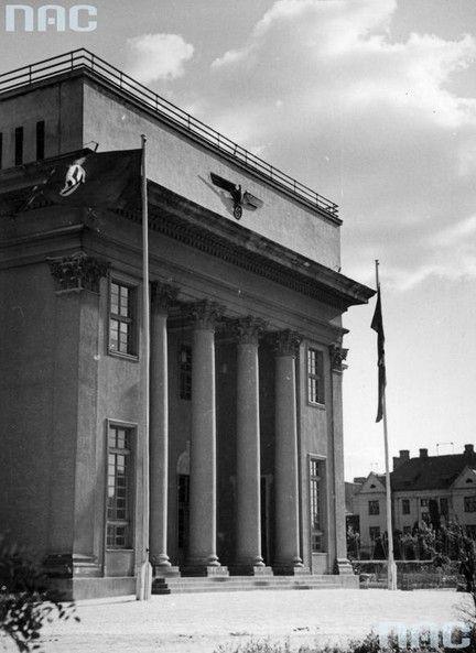 Fronton gmachu NSDAP - obecnie Dom Żołnierza przy ul Żwirki i Wigury