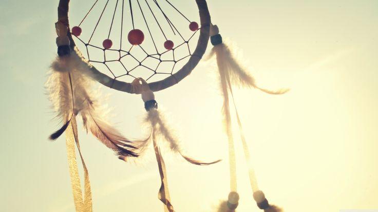 """""""La distance entre vos rêves & la réalité est appelé action."""" http://on.fb.me/1lmdPro"""