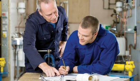 Picking the Right Auto Mechanic Apprenticeship Program