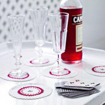 Des dessous de verre aux motifs de cartes à jouer - Marie Claire Idées